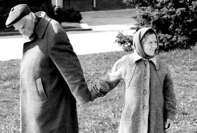 15 искренних фото о любви, неподвластной времени