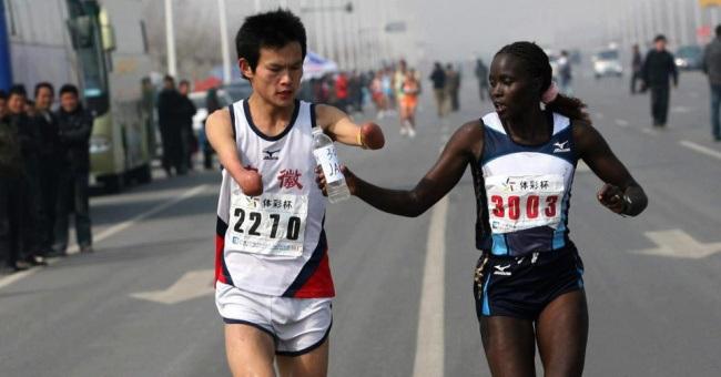 Эта спортсменка пожертвовала многим, чтобы помочь незнакомцу
