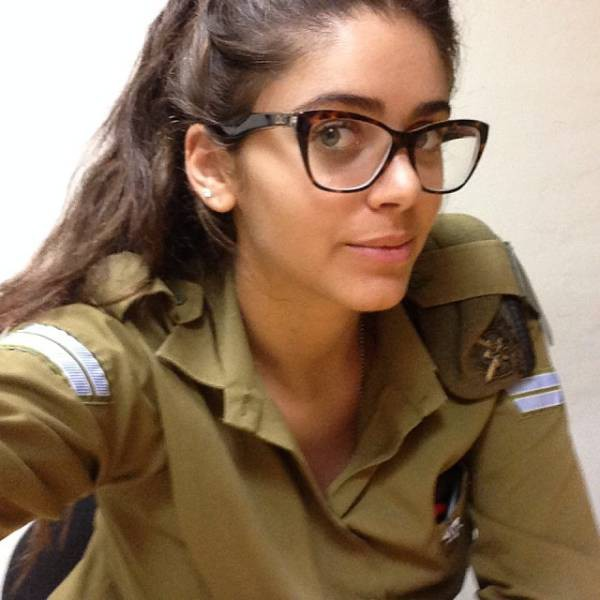 israeli_army_girls_that_are_real_beauties_in_uniform_640_03