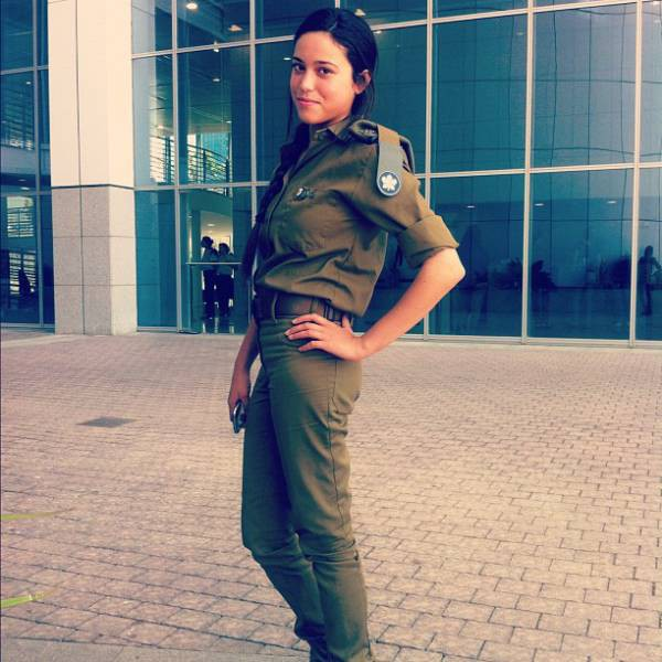 israeli_army_girls_that_are_real_beauties_in_uniform_640_13