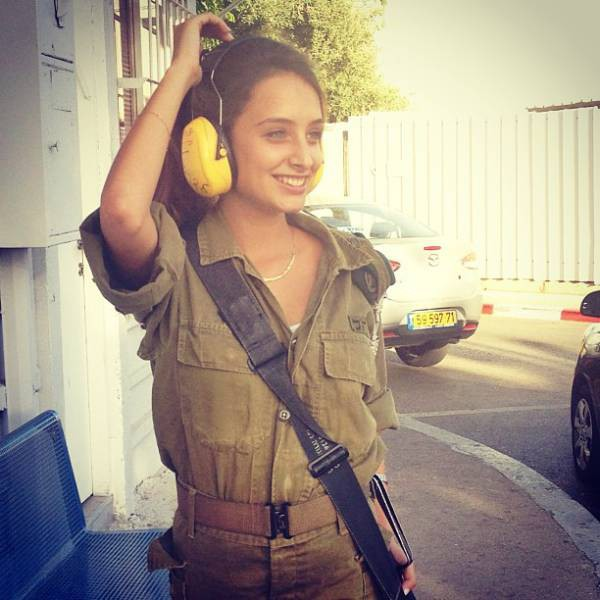 israeli_army_girls_that_are_real_beauties_in_uniform_640_19