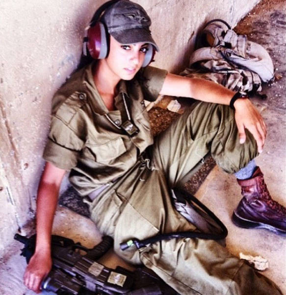 israeli_army_girls_that_are_real_beauties_in_uniform_640_21