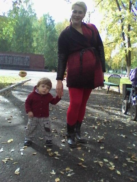 Наталья гуляет с маленьким Люцифером.