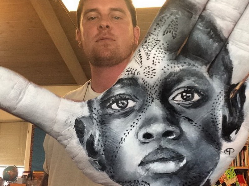 Портреты на ладонях: гиперреалистичная техника, которая поражает воображение
