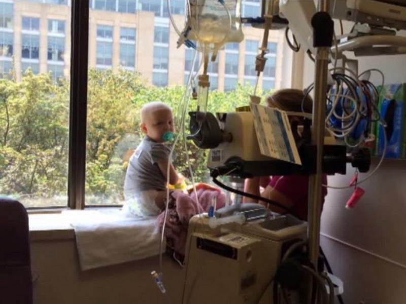 Малышка махала им ручкой из окна больницы. То, что сделали строители, заслуживает нашего уважения