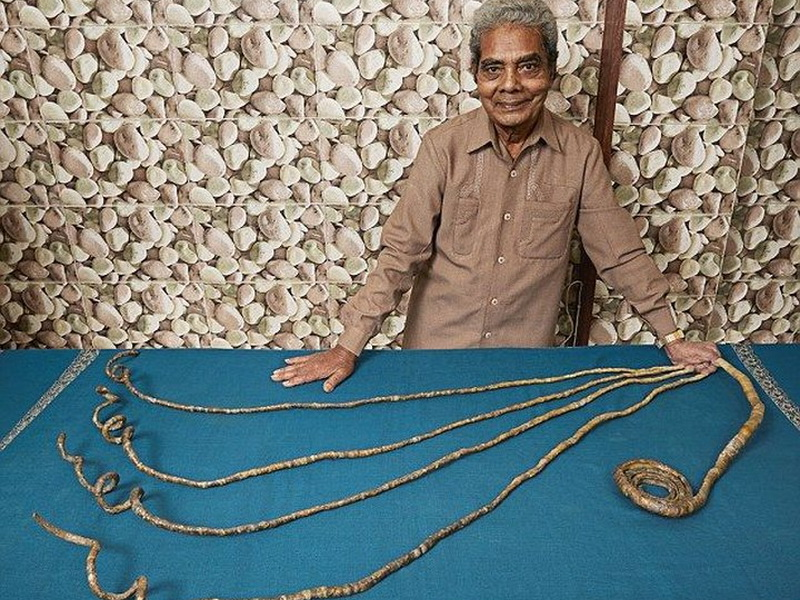 78-летний индиец отращивает ногти на левой руке уже более 60 лет