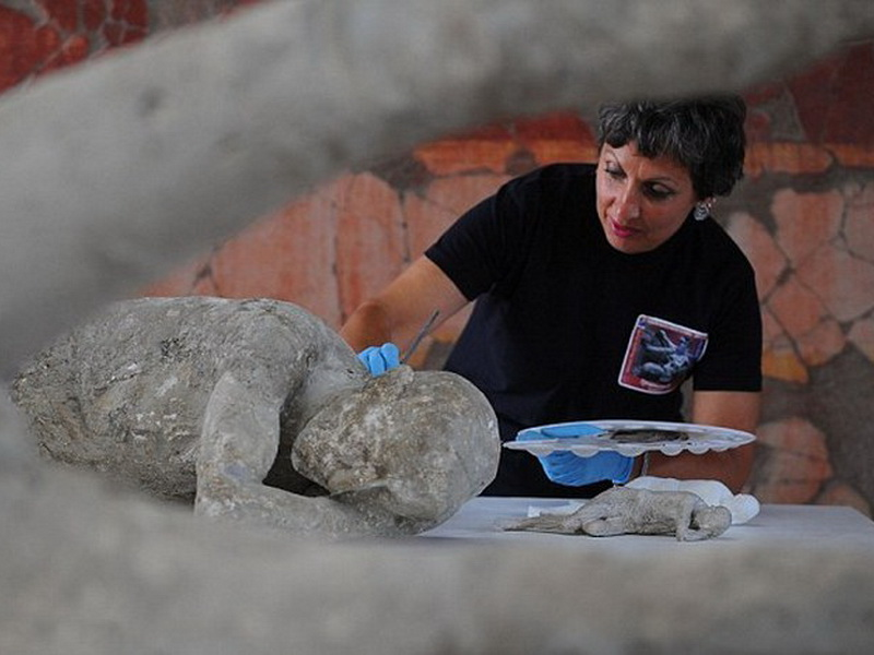 Шокирующие экспонаты: тела помпейцев, погибших при извержении Везувия