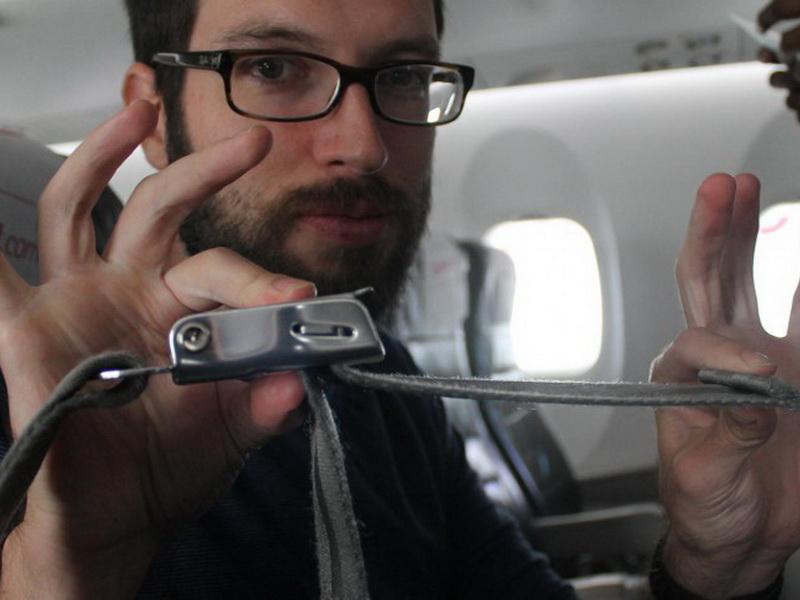 В самолете не нужно пристегиваться!