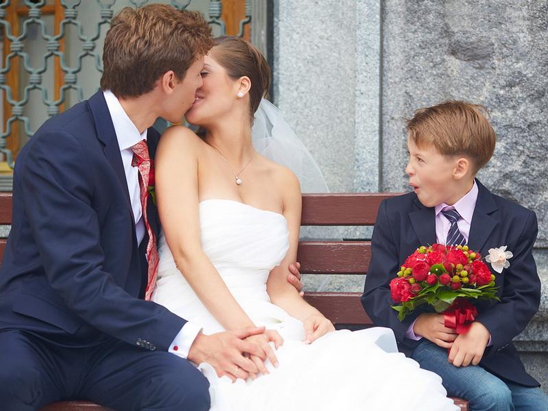 Дети говорят о свадьбе, любви и поцелуях