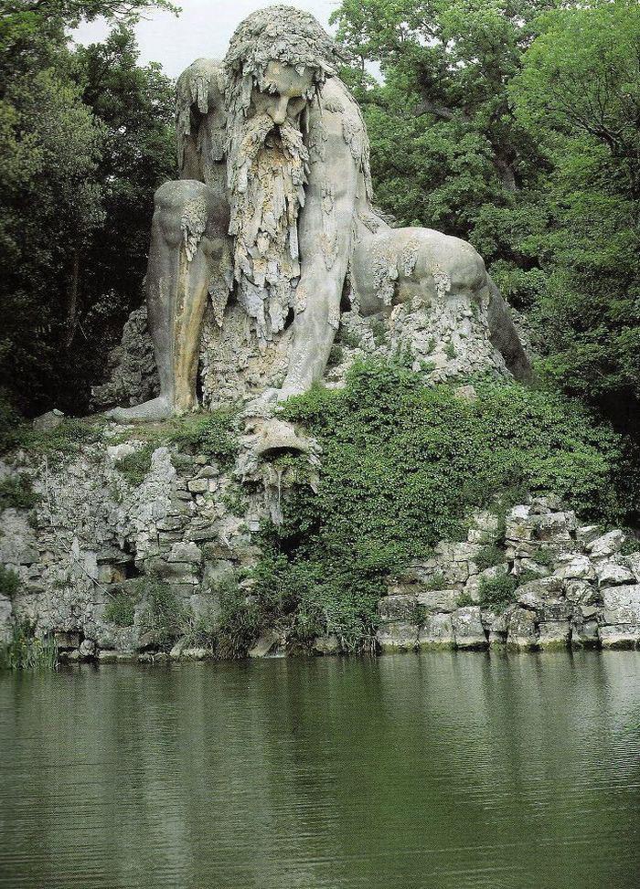 v-etoj-skulpture-skryty-tselye-komnaty-1