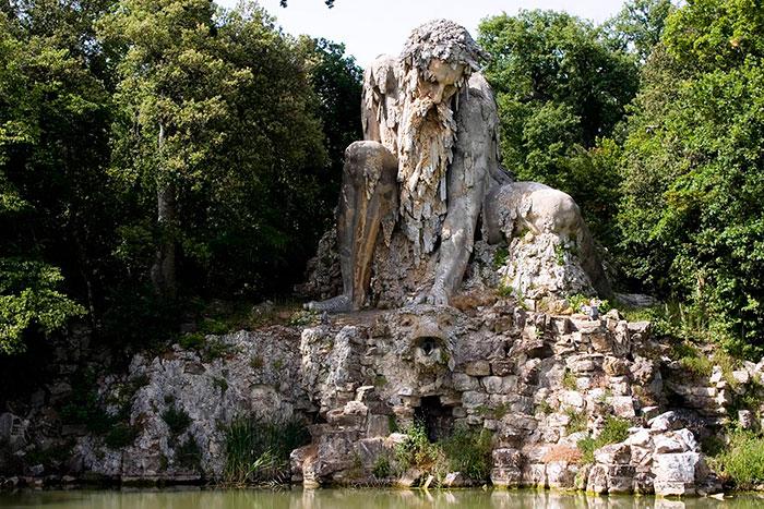 v-etoj-skulpture-skryty-tselye-komnaty-2