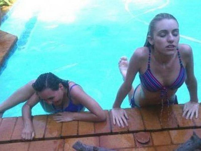Смешные фотографии о том, что девушки бывают двух типов