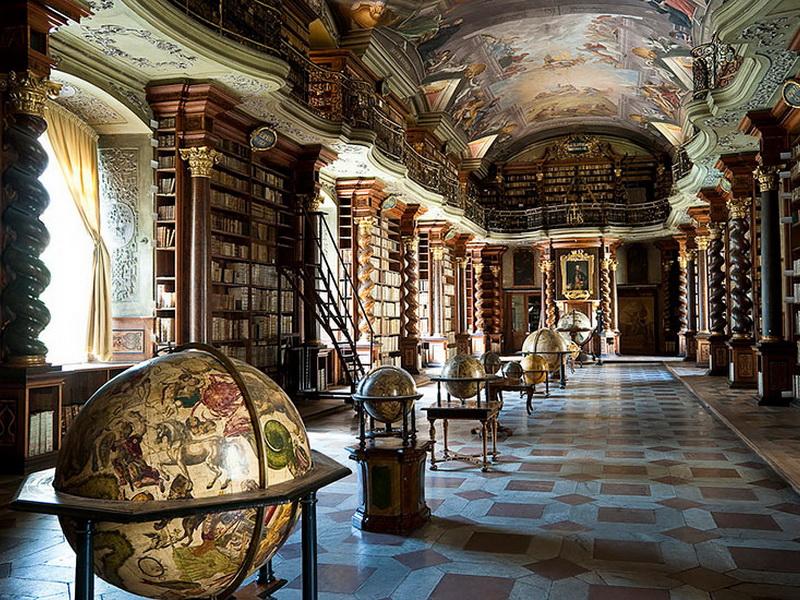 Одна из самых красивых библиотек в мире по мнению большинства читателей