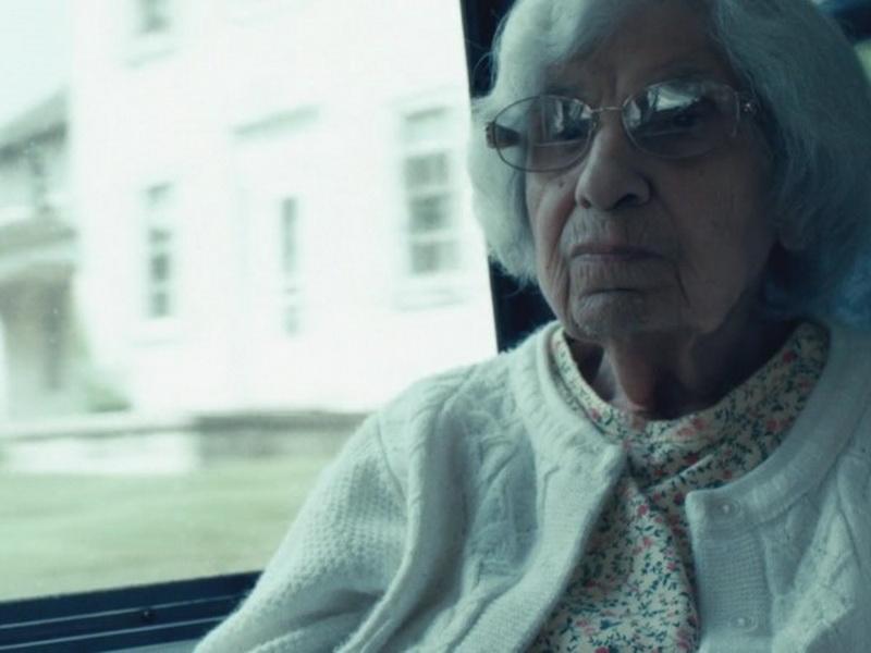 Все плакали, когда узнали, что на самом деле делает эта 98-летняя женщина, когда остается одна дома