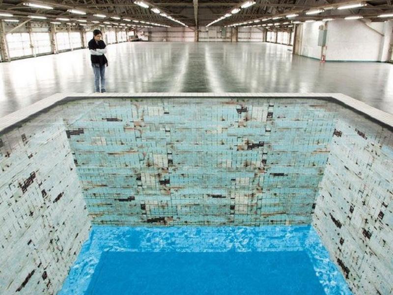 Кажется, это обычный бассейн. Но решившему прыгнуть в него придется не сладко…