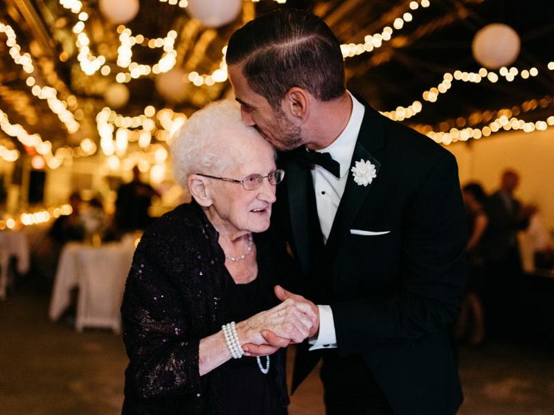 10 фотографов поделились своими самыми трогательными свадебными снимками