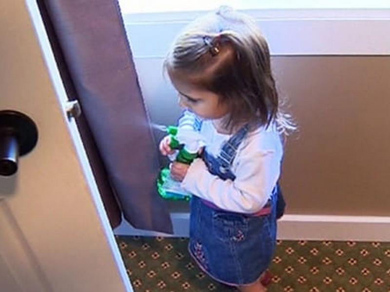 Отец купил своей дочке в аптеке «Спрей от монстров», и теперь так делают многие!