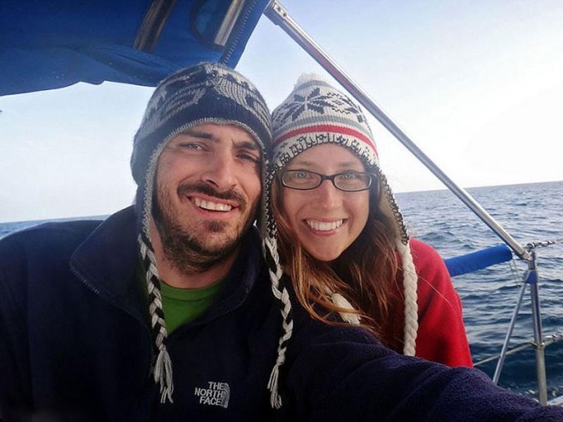 После свадьбы они решили, что не хотят жить как все, и уплыли в море