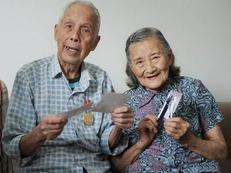 В 98 лет на 70-летний юбилей свадьбы они воссоздали свои свадебные фото