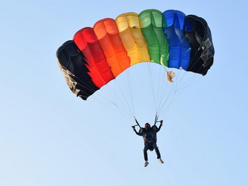 Почему в самолетах пассажирам не выдают парашюты?
