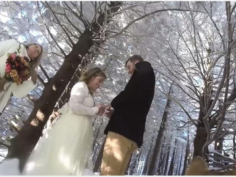Они доверили своей собаке снимать свадьбу. Получилось очень романтичное видео!