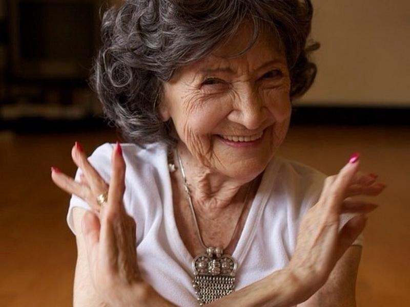 Ей 94 года, но вы только посмотрите, что она вытворяет!
