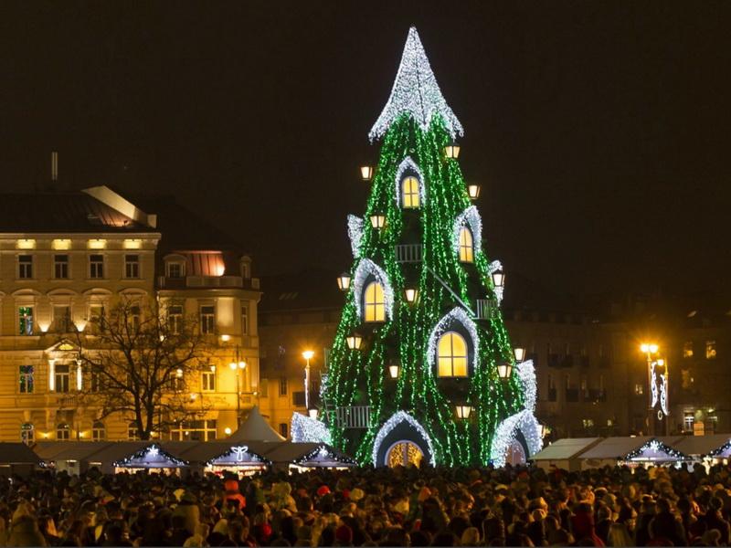 10 самых потрясающих новогодних елок мира