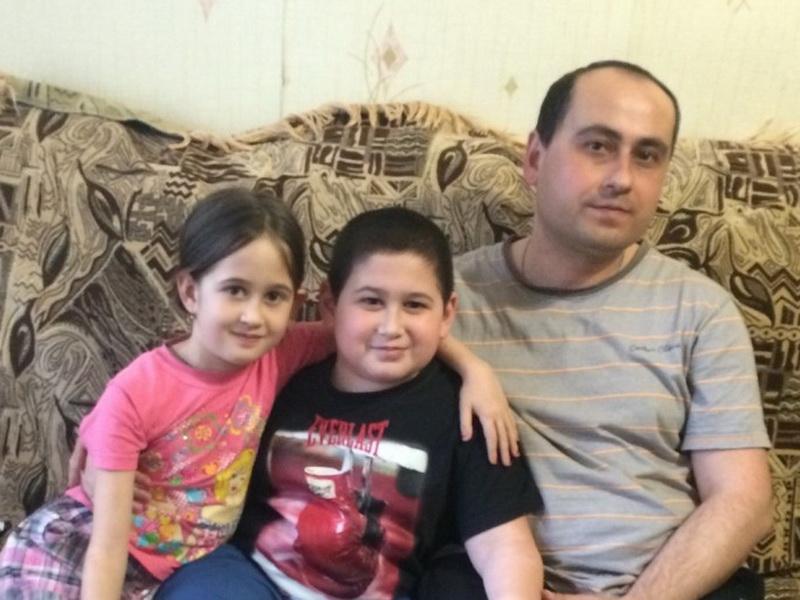 Мальчик прикрыл от снаряда сестру,  и после этого врачи 4 дня сражались за его жизнь