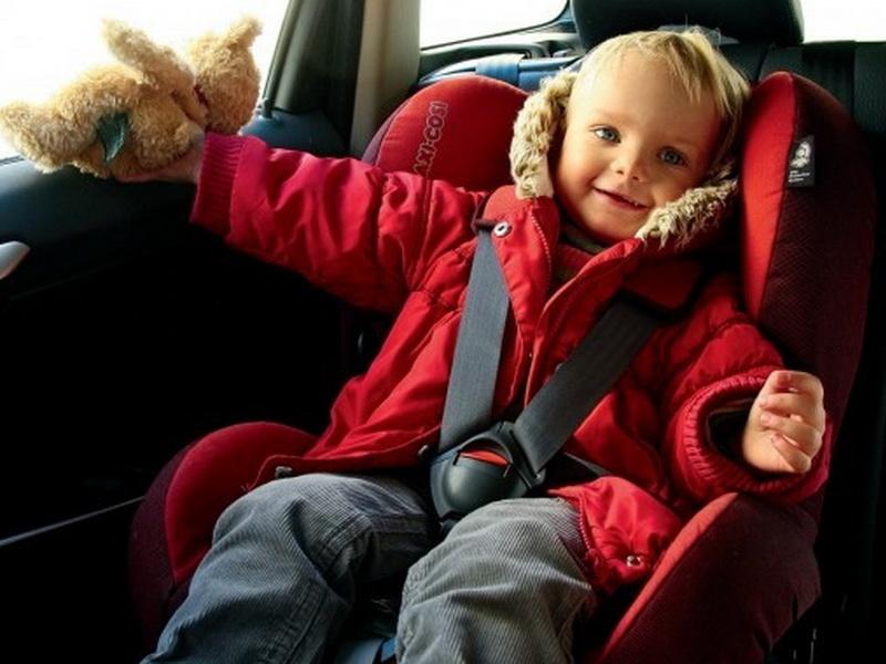 Оказывается, зимняя куртка в салоне авто может стать причиной гибели ребенка