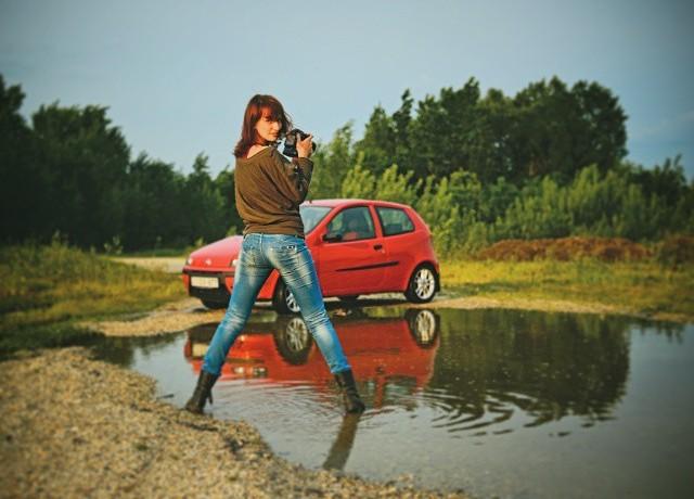 Она купила новую машину и через неделю её разбила. То, как это случилось порвало мне скулы от смеха!