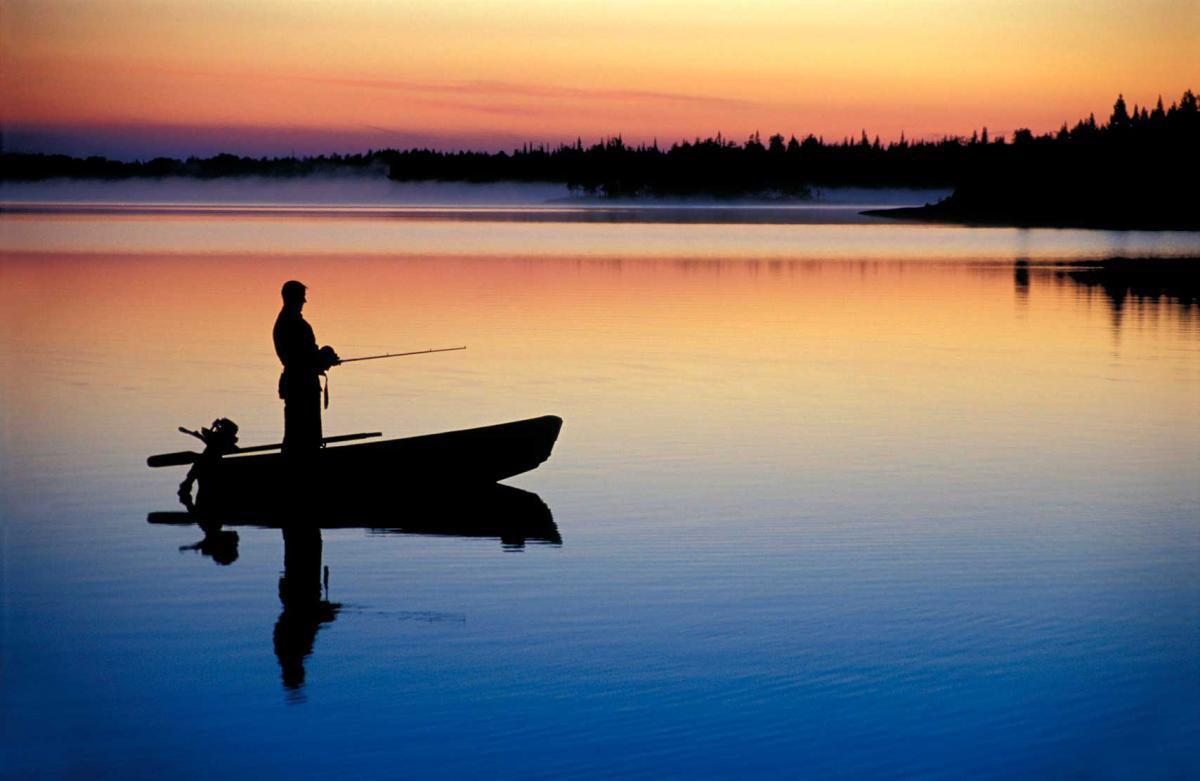 У жены возникли сомнения по поводу рыбалки мужа. В ответ она поступает блестяще!