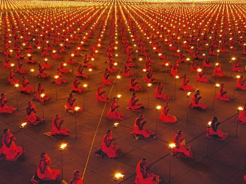 100 000 буддийских монахов в молитве за мир на Земле