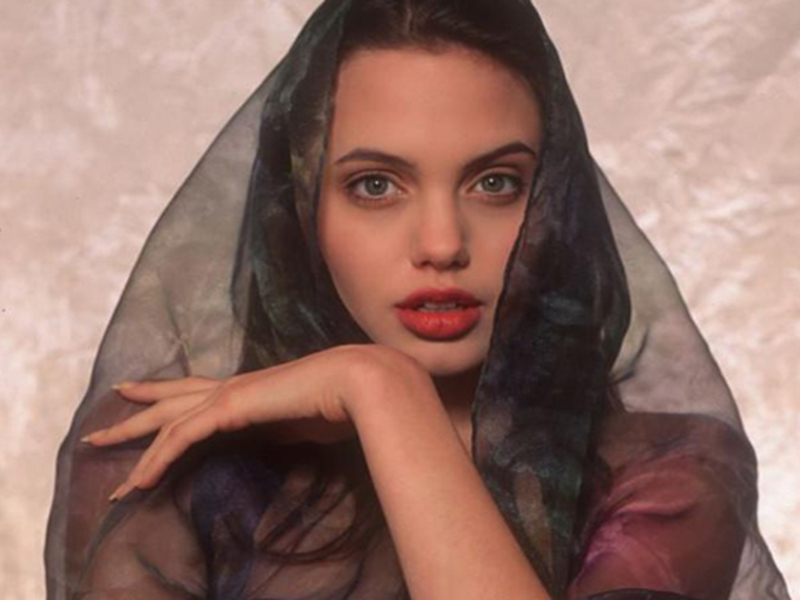 Фотосессия 16-летней Анджелины Джоли