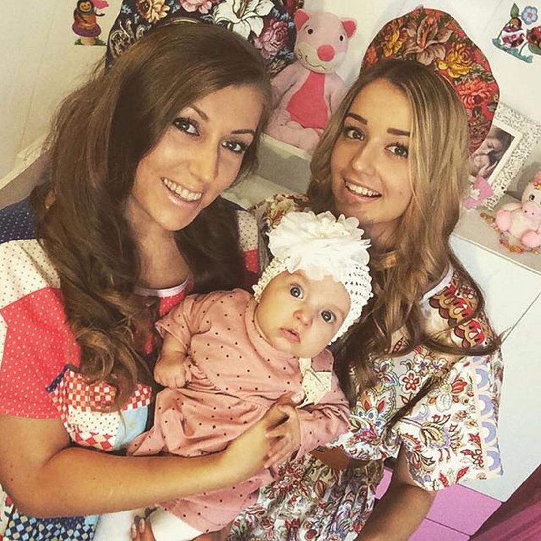С дочерью и внучкой