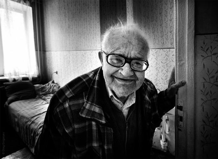 Анекдот тюрьма в камеру заводят старенького дедушку