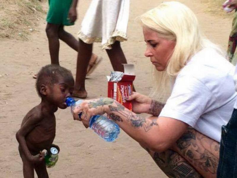 Волонтер спасла малыша, которого обвинили в колдовстве и оставили умирать