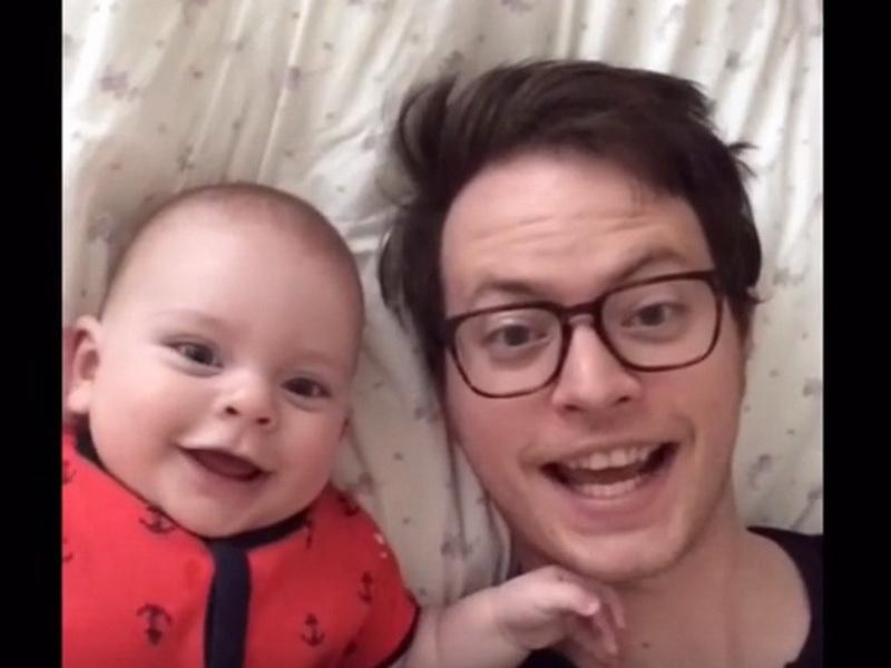 Мама оставила малыша с папой. И тут ей пришло неожиданное сообщение!