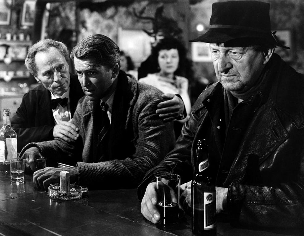 В бар заходит мужик, а за ним страус и мокрая кошка