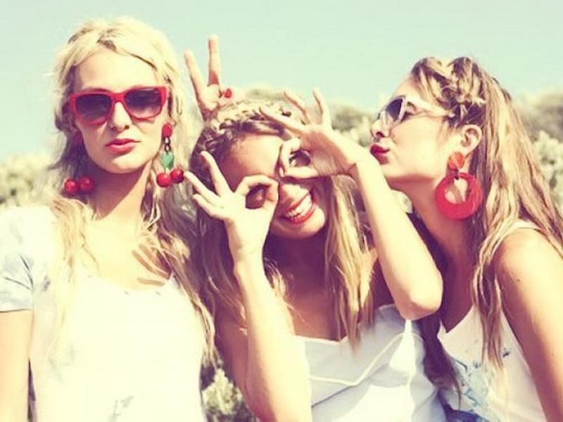 Попадают 3 лучшие подруги на небеса и оказываются перед воротами рая…