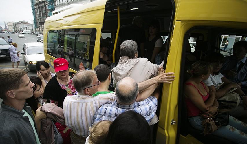 Пассажиры устроили овации водителю, который ТАК эффектно разобрался с хамкой в салоне!