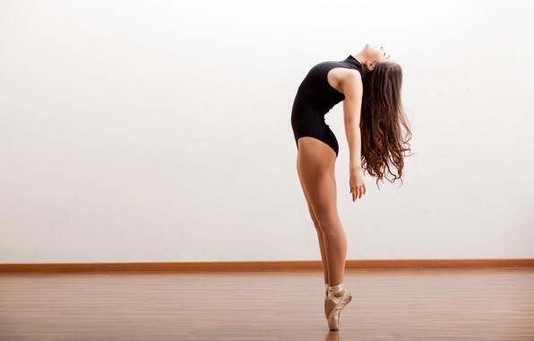 devushka-balerina-tanec-studiya