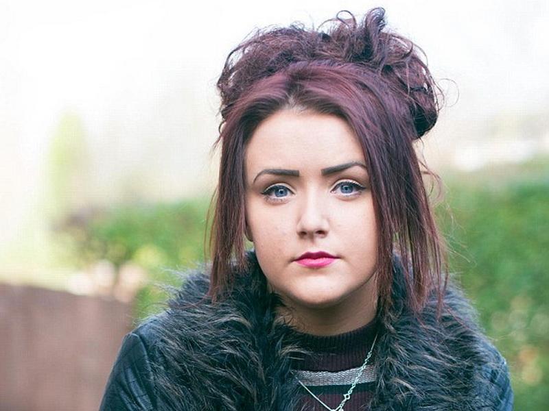 17-летняя девушка каждый день превращается в героиню ужастика. А все из-за редкой болезни!