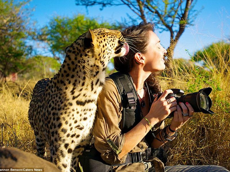 Рядом с этой девушкой дикие звери становятся ручными!