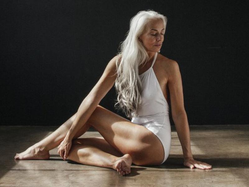 Фотосессия в купальнике 61-летней модели: красиво, элегантно и вдохновляюще
