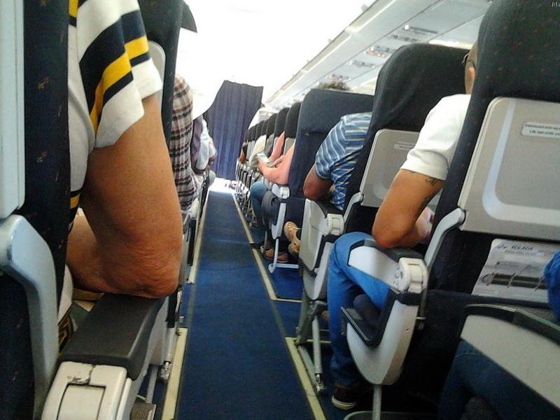 Прикол в самолете, из-за которого у пассажиров чуть инфаркт не случился!