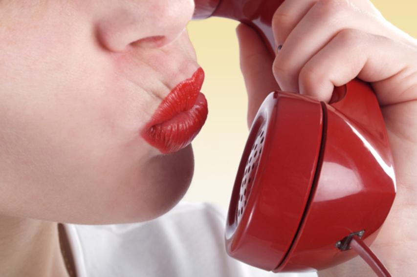 Он позвонил туда, куда звонят только взрослые. «Я исполню любые твои фантазии», — сообщила ему тетя!