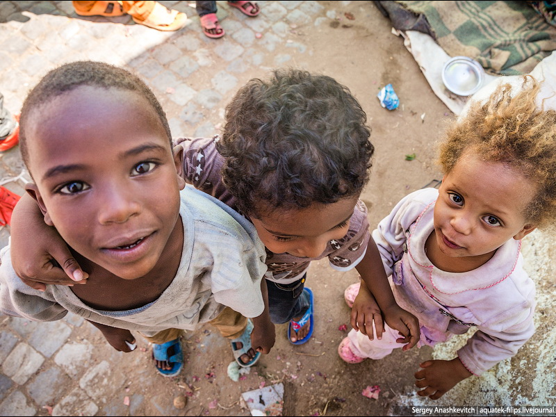 Он предложил африканским детям поиграть в игру, но они его сильно удивили