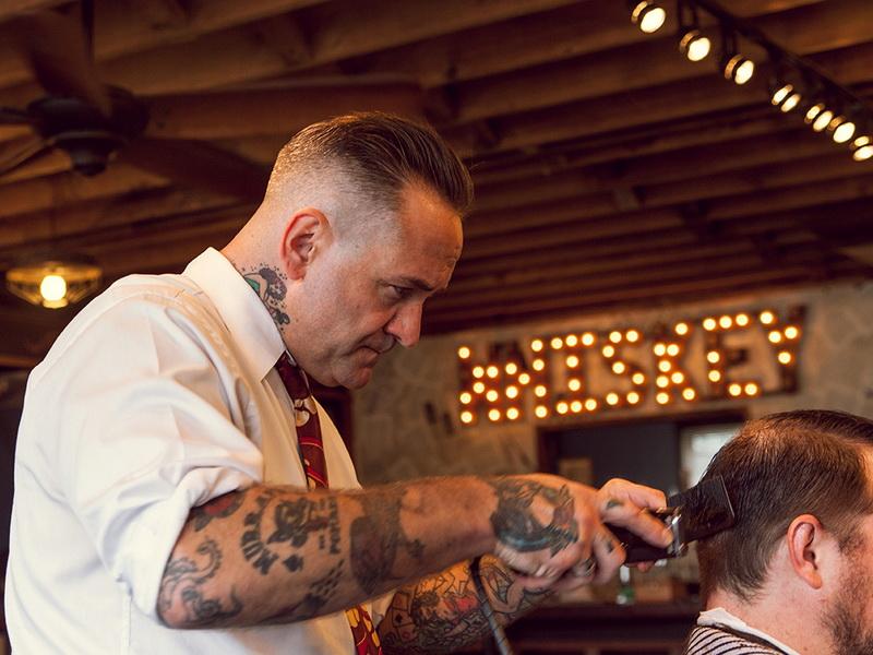 К парикмахеру приходили разные люди, но он не брал с них плату. И вот ЧТО случалось потом.