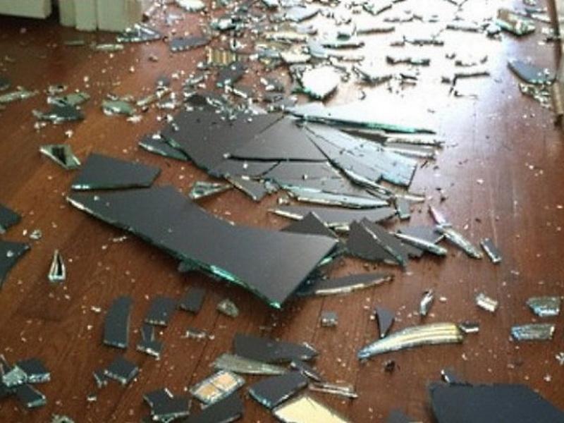 Ее сын в гневе разбил зеркало. Реакция мамы восхитила Интернет!