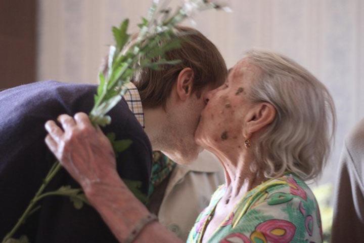 Бабушка, вы что-то хотели? — cпросил парень. Ответ старушки поразил его до глубины души!